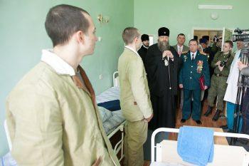 Военнослужащие в военном госпитале