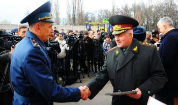 Вручение военнослужащему ордера на жилье