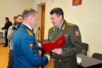 Вручение военнослуажещему аттестата о переподготовке