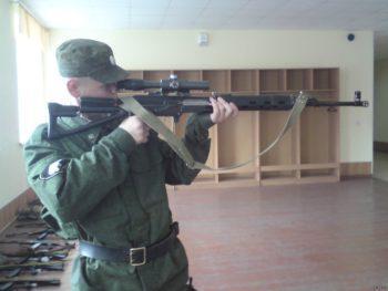 Военнослужащий с оружием