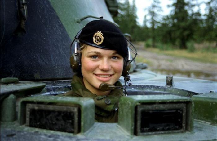 Военные работы для девушек девушка модели ню